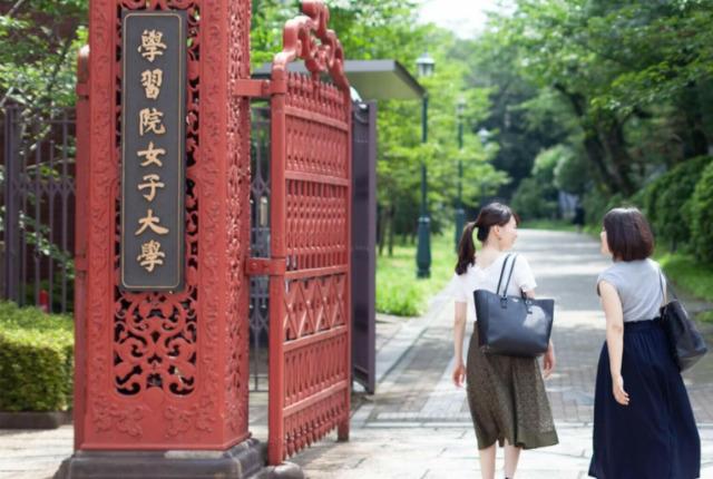 菅井友香,大学
